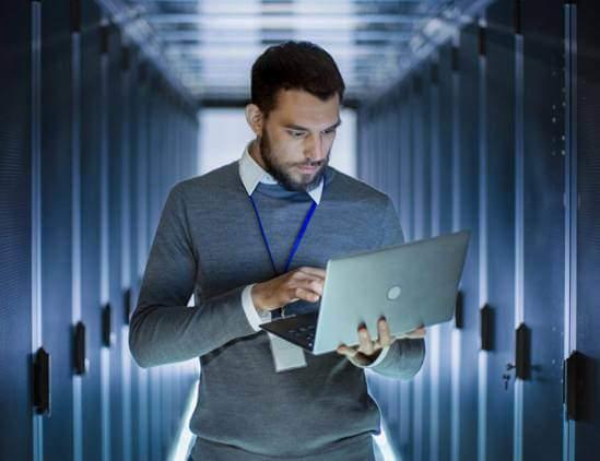 naprawa-laptopa-przez-informatyka
